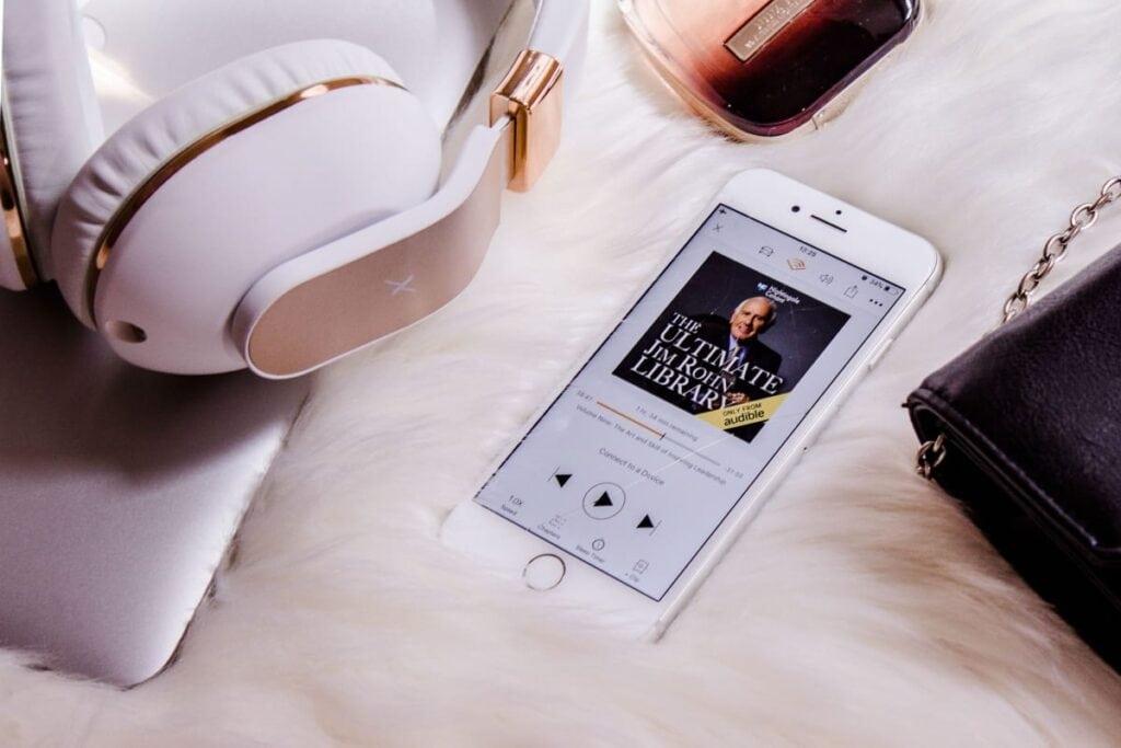 Sådan kommer du i gang med lydbøger på mobilen